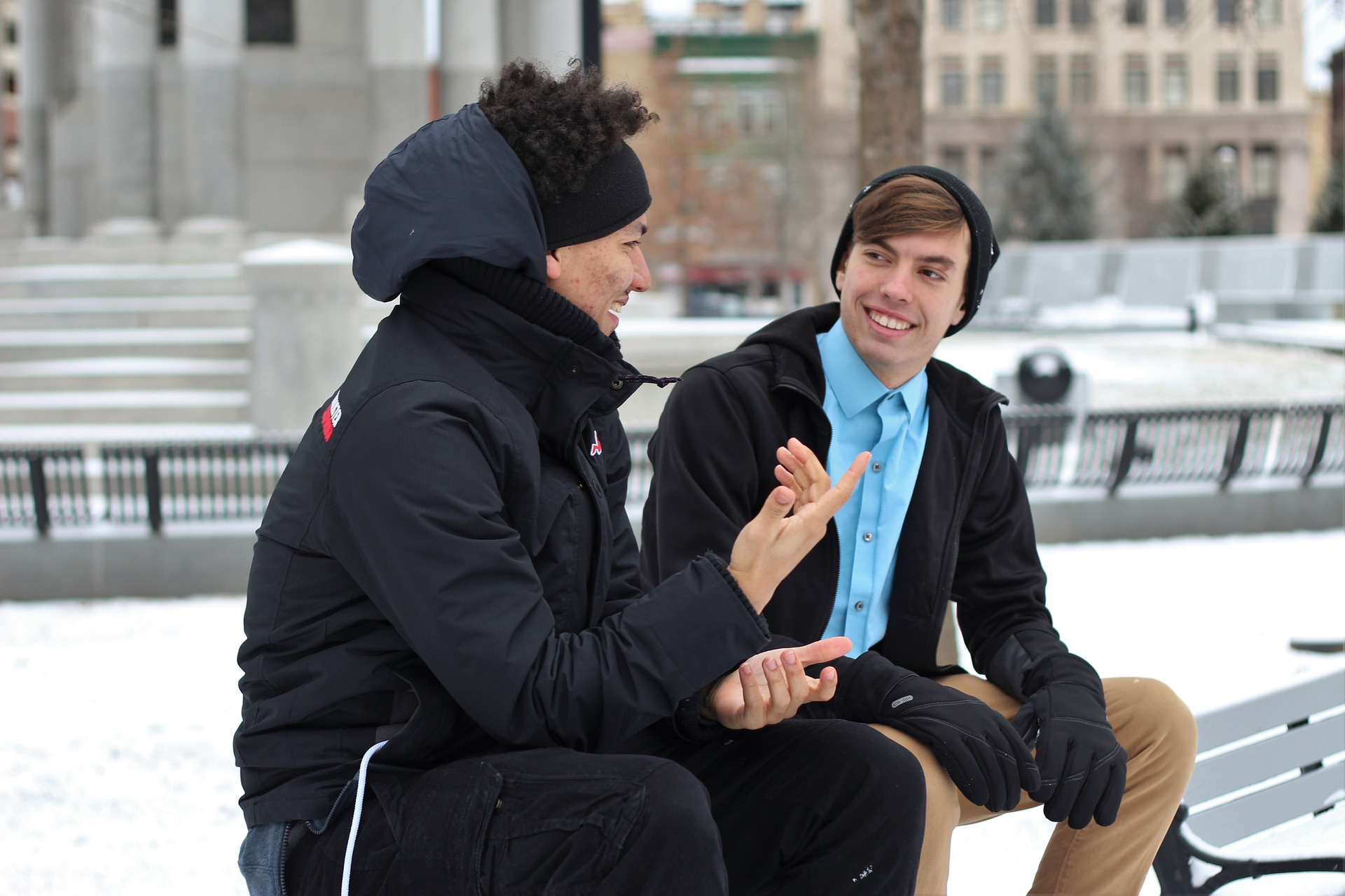 コミュニケーションが苦手でも無言で好感度をUPさせる方法